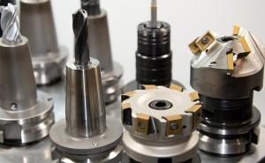 伸びる金型メーカーの秘訣 (その21)油圧部品などの中ロット生産
